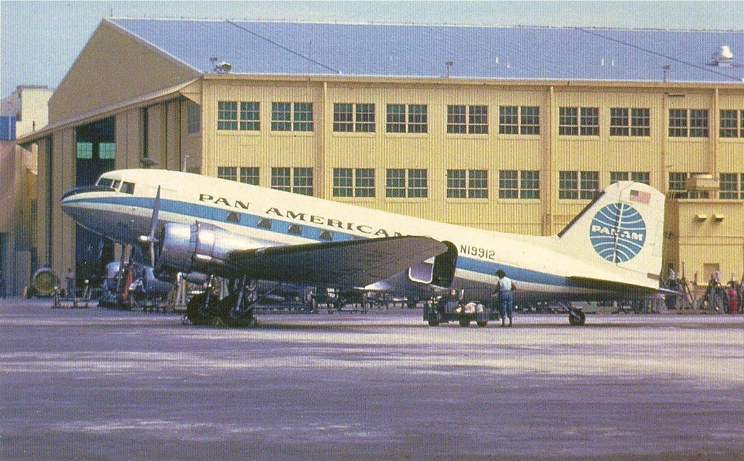 dc-3-blue-ball-livery